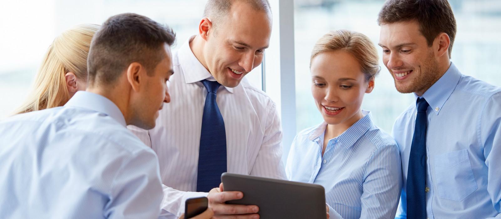 Nos integramos a su negocio para</br>concretar la transformación digital.